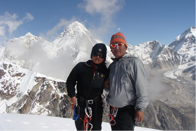 First father and daughter to summit Everest
