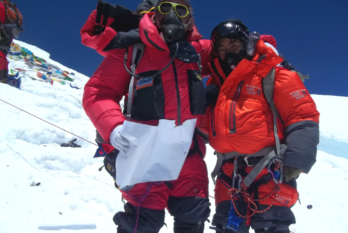 First father and daughter to summit Everest 3