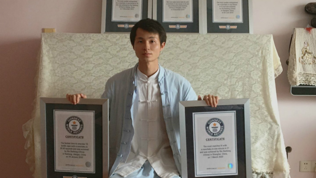 Xie Desheng with 5 GWR certificates